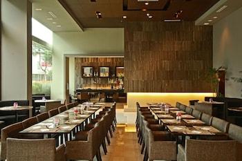 The B Hotel Manila Restaurant