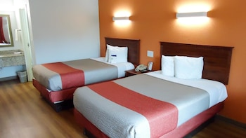 Motel 6 Troy - Troy, AL 36081 - Guestroom