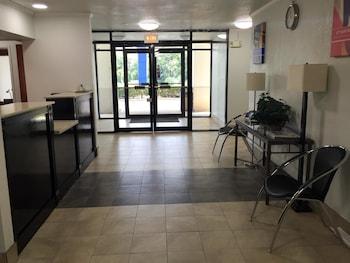 Motel 6 Troy - Troy, AL 36081 - Lobby