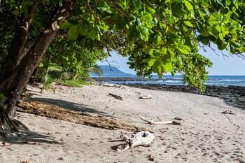 Latitude 10 Exclusive Beach Resort-16