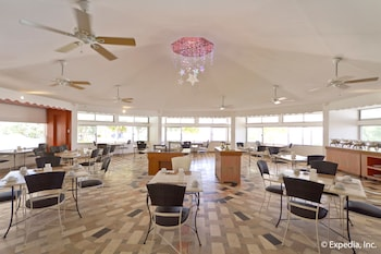 EGI Resort and Hotel Mactan Dining