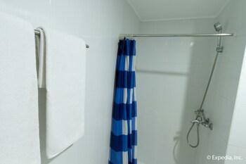 EGI Resort and Hotel Mactan Bathroom Shower