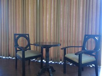 The Ritz Hotel at Garden Oases Davao Guestroom