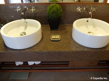 Asya Premier Suites Boracay Bathroom Sink