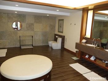 Asya Premier Suites Boracay Bathroom