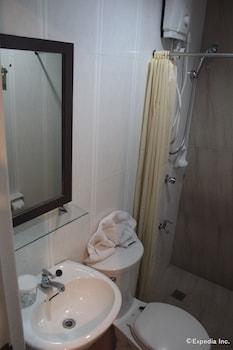 ACL Suites Quezon City Bathroom