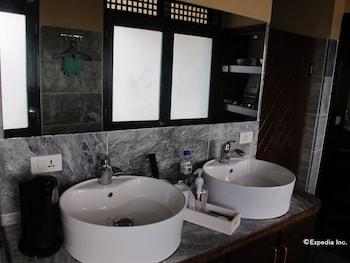 Utopia Resort And Spa Puerto Galera Treatment Room
