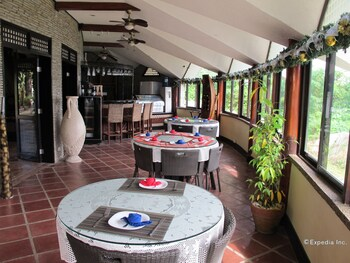 Utopia Resort And Spa Puerto Galera Restaurant