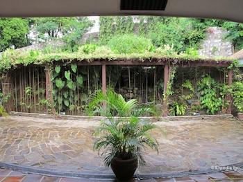 Utopia Resort And Spa Puerto Galera Garden