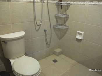 Utopia Resort And Spa Puerto Galera Bathroom