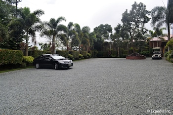 Tagaytay Wingate Manor Parking