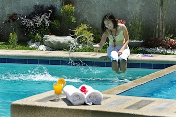 Tagaytay Wingate Manor Pool