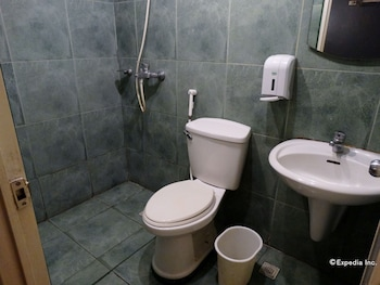 Hotel Paradis Manila Bathroom