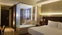 Premier Deluxe King - Bathtub