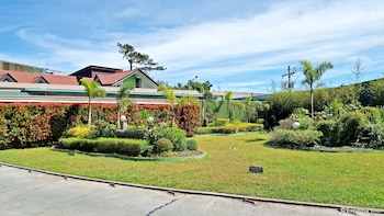 Hollywood Drive-In Hotel Baguio Garden