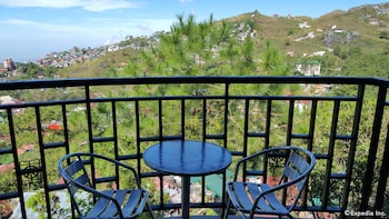 Hollywood Drive-In Hotel Baguio Balcony