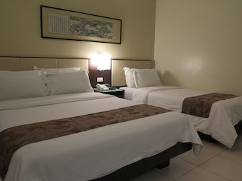 Circle Inn Bacolod Guestroom
