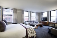 Superior Room, 1 King Bed, City View, Corner