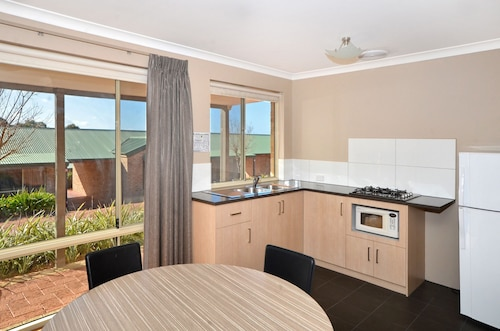 Quality Suites Banksia Gardens WA