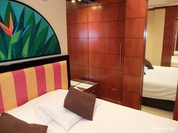 Fields Walking Street Hotel Pampanga Guestroom