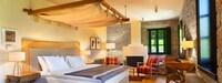 Honeymoon Suite (with Outdoor Jacuzzi)