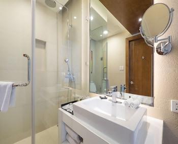 Best Western Plus Lex Cebu Bathroom