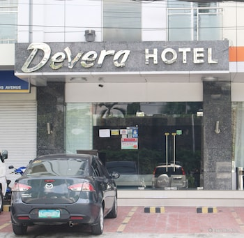 Devera Hotel Angeles Hotel Entrance