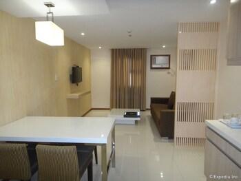 Golden Prince Hotel Cebu Living Area