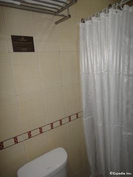 Golden Prince Hotel Cebu Bathroom