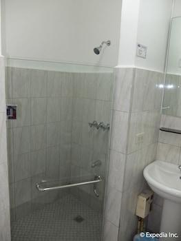 Orchid Inn Resort Pampanga Bathroom