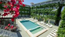 Olympic Kosma Hotel and Villas Bomo Club