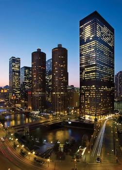 The Langham Chicago 4 3 Miles From Wrigley Field This Is Our Guide To Finding Hotels Near