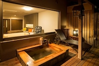 Two Single Beds with Open Air-Bath