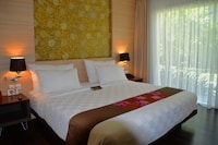 Deluxe Room, Terrace, Pool View