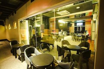 Big 8 Corporate Hotel Davao Hotel Bar