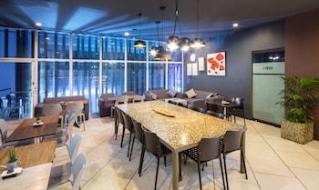 V Hotel Cafe