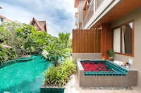 Jacuzzi Pool Access