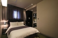 Business Double Room (Parking: 10,000 KRW per Night)