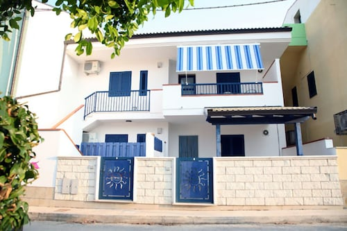 西西里島拉谷薩海濱公寓飯店