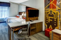 Room, Accessible (Hearing, 2 Queen Beds with Sofa bed)