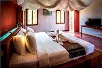 Champa Honeymoon Suite - Free Private Two ways Airport Transfers
