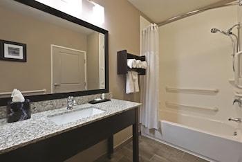 La Quinta Inn & Suites Paducah - Paducah, KY 42001 - Guestroom