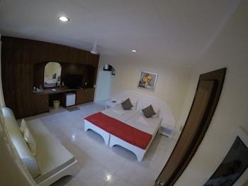 Quo Vadis Dive Resort Moalboal Minibar