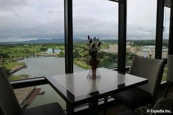 Seda Nuvali Laguna In-Room Dining