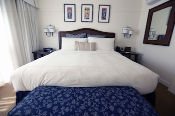 The Pavilion Hotel - Avalon, CA 90704 - Guestroom