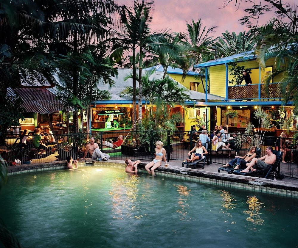 Calypso Inn Backpackers Resort - Hostel