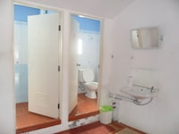 Economy Room, Shared Bathroom (Fan )
