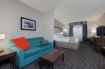 Holiday Inn Express & Suites Eureka - Eureka, CA 95501 - Guestroom