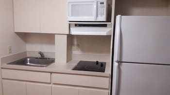 Value Place Homestead - Homestead, FL 33033 - In-Room Kitchenette