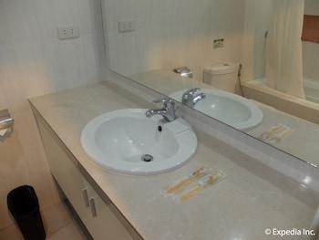 Apollonia Royale Hotel Clark Bathroom Sink